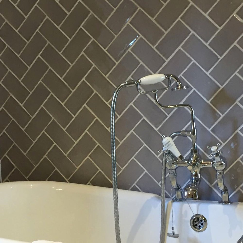 Roll top bath and grey metro/subway tiles