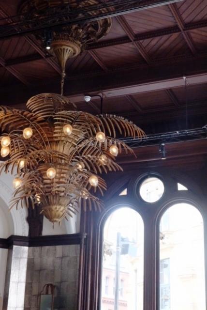Brass palm feature light