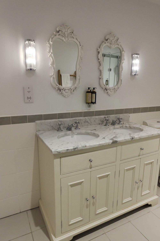 Rose & Crown bathroom