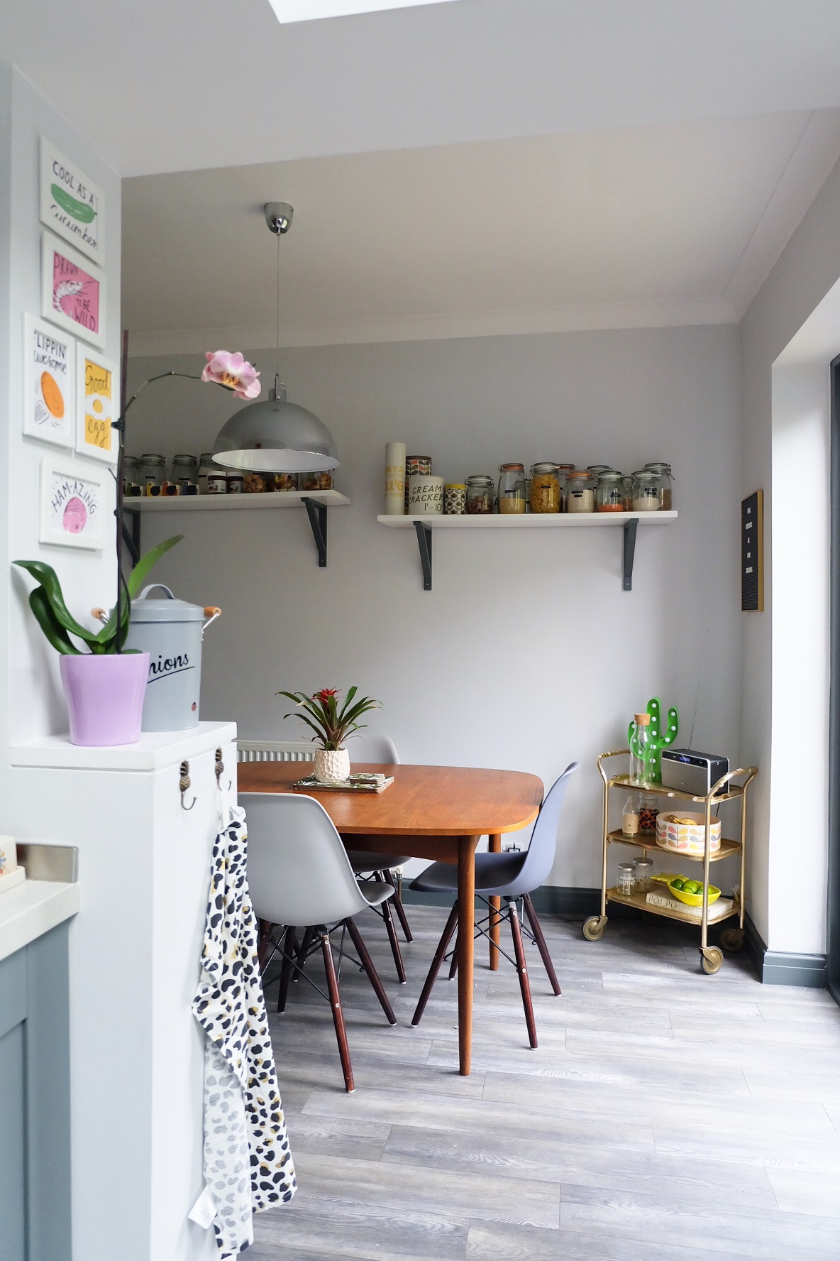 DIY: Ikea Hack Kitchen Shelves