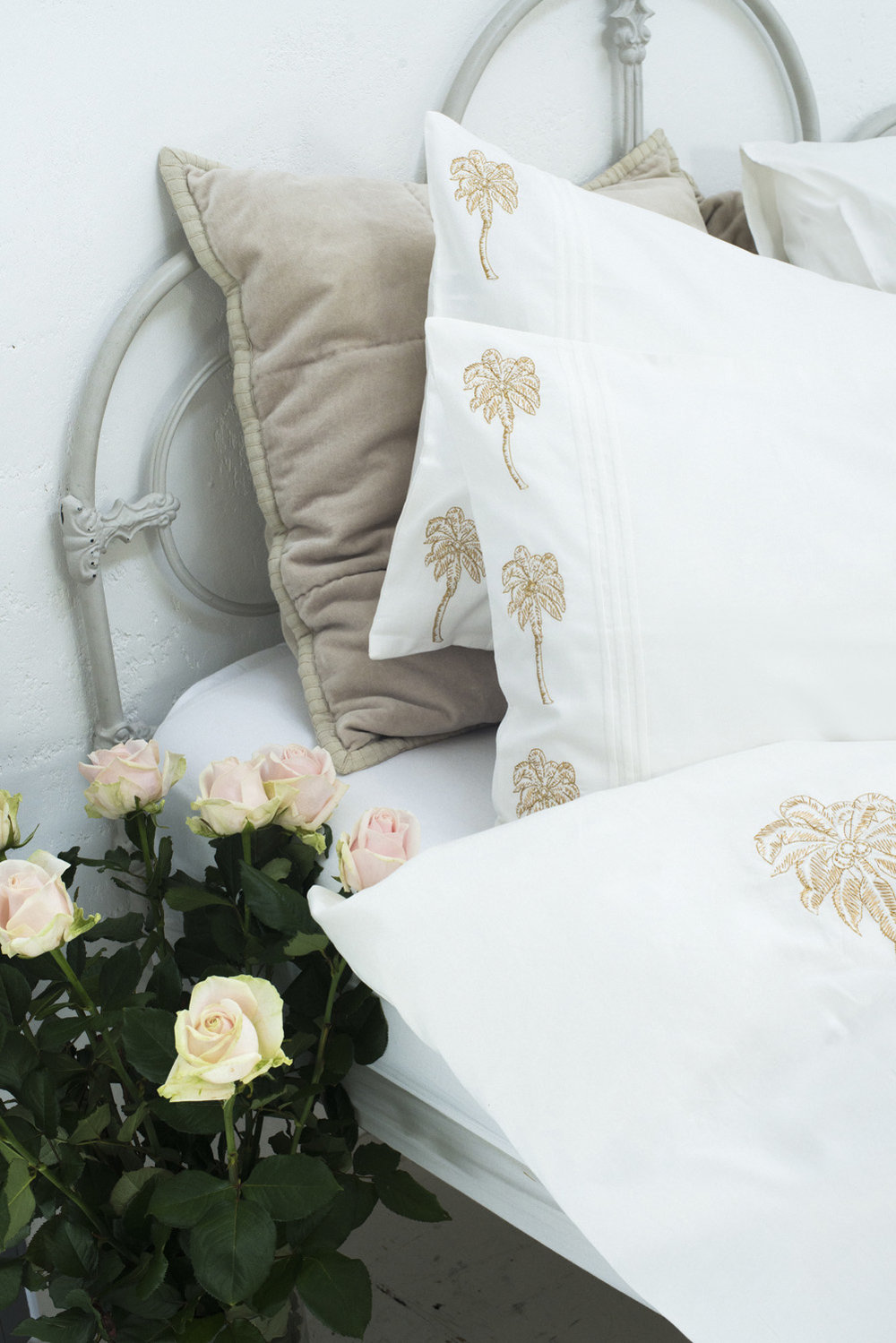 Elizabeth Scarlett bedding