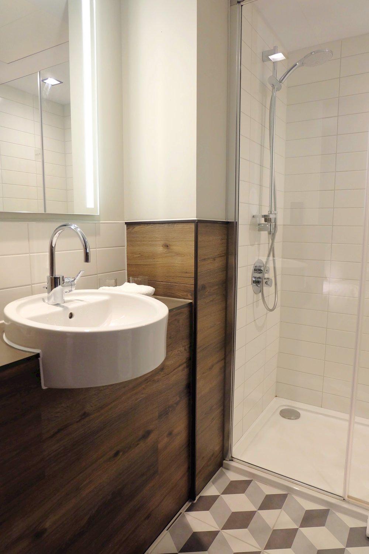 South Point Suites bathroom
