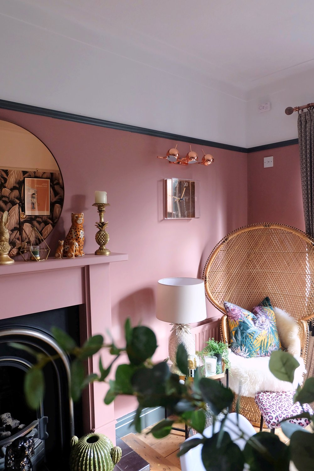 Tropical pink room
