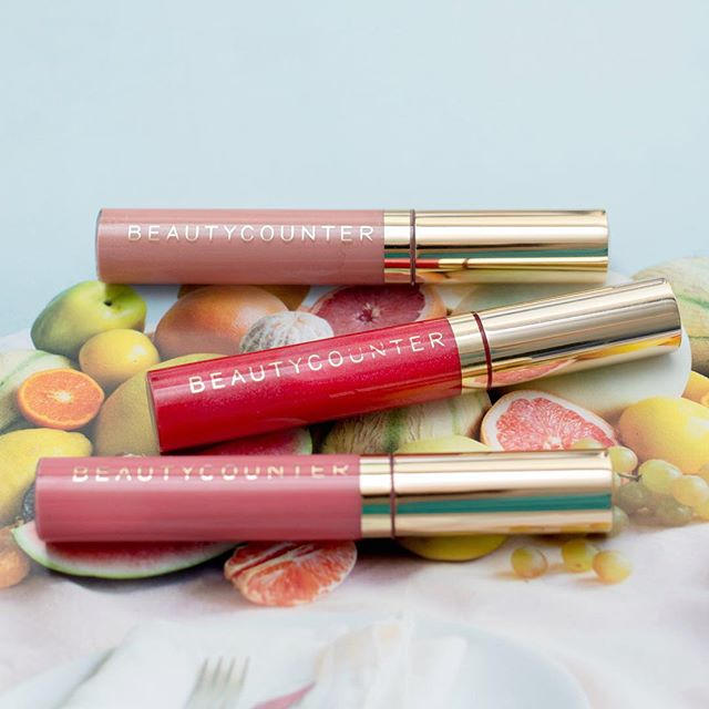 I'm picky about lip glosses, and I'm pretty sure I'm not alone, right? They can't be sticky and gloopy, smell or taste funny, and they have to last more than 5 minutes. Before I tried @beautycounter I had dozens of lip glosses floating around and rarely used them because of all the aforementioned reasons. But I love Beautycounter's lip glosses! → silky smooth (not sticky!!) → scented with real vanilla (no fake stuff!) → long-ish lasting (it's still a lip gloss, not magic!) → added bonus: no potentially harmful ingredients! → check out my stories to learn more about traditional lipstick ingredients and how ours are different!