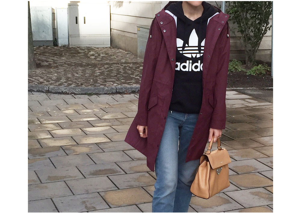 raincoat-trend-burgundy
