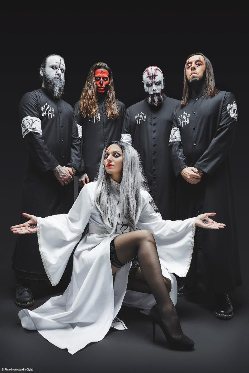 Follow Lacuna Coil:    Website    Facebook    Instagram    Twitter