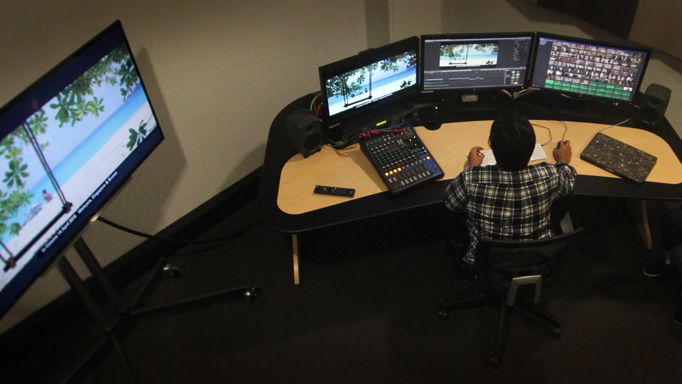 Edit Suite with FCPX, AVID & ADOBE