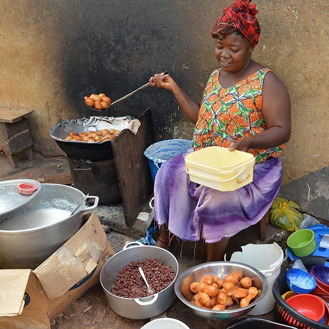 Who has ever had Puff puff, red beans and porridge for breakfast - 🙌🏾🙌🏾🙌🏾 picture credit @nwechannel2 #africanbreakfast #westafricanfood #mamaafrica #supportsmallbusiness #supportlocal #easyrecipes #fingerfoods #fingerlickinggood