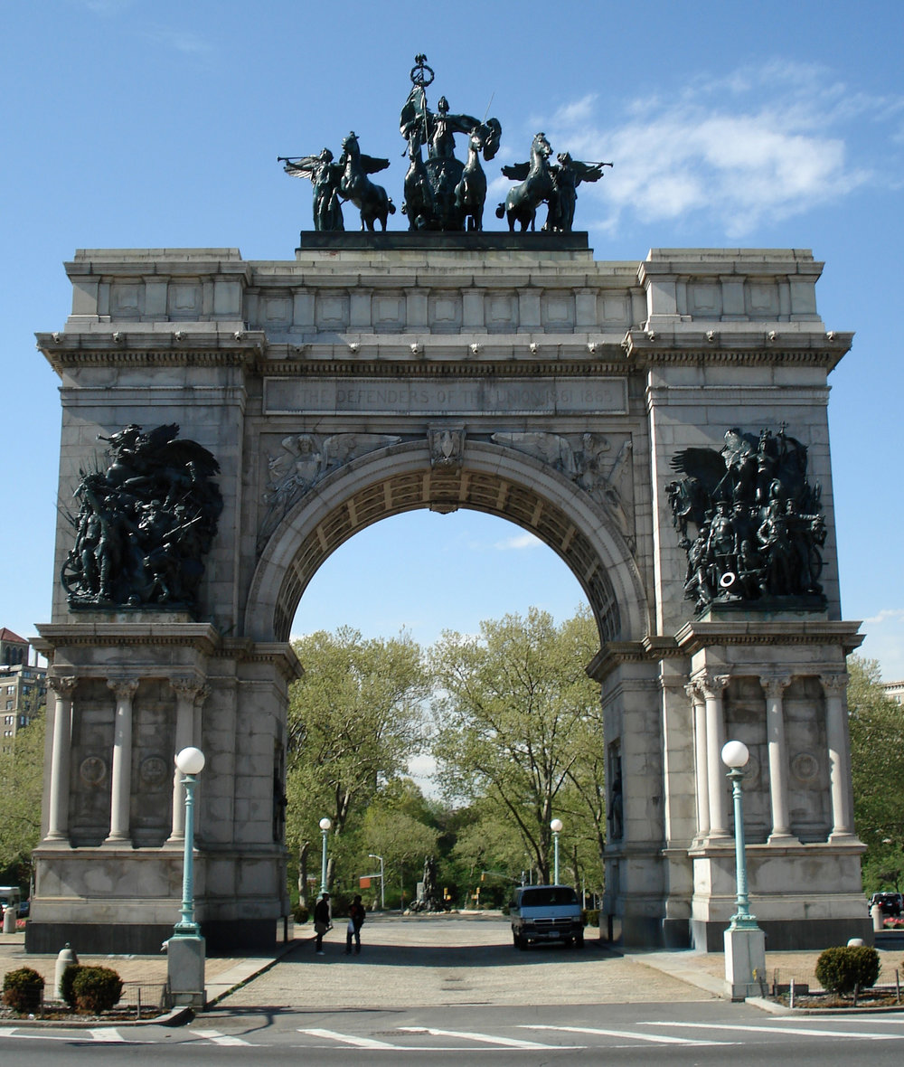 The_Soldiers_and_Sailors_Memorial_Arch_at_Grand_Army_Plaza.jpg