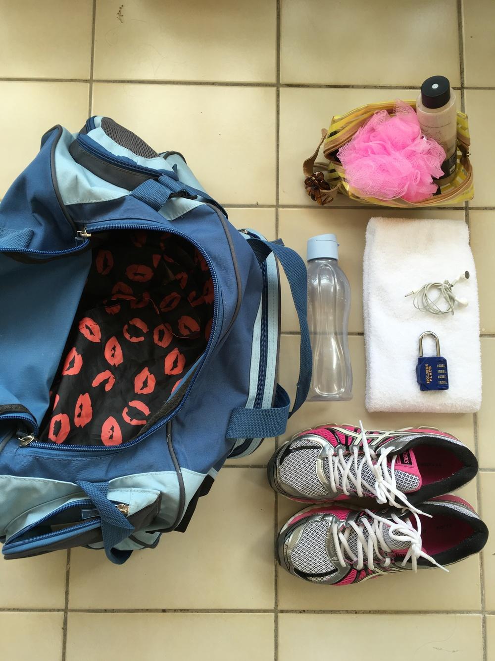 Μην αλλάζεις τσάντα! Πάρε μία και έχε την μόνο για το γυμναστήριο. Αλλιώς κινδυνεύεις να έχεις αφαιρέσει κάτι από τα απαραίτητα για το ντουζάκι σου.