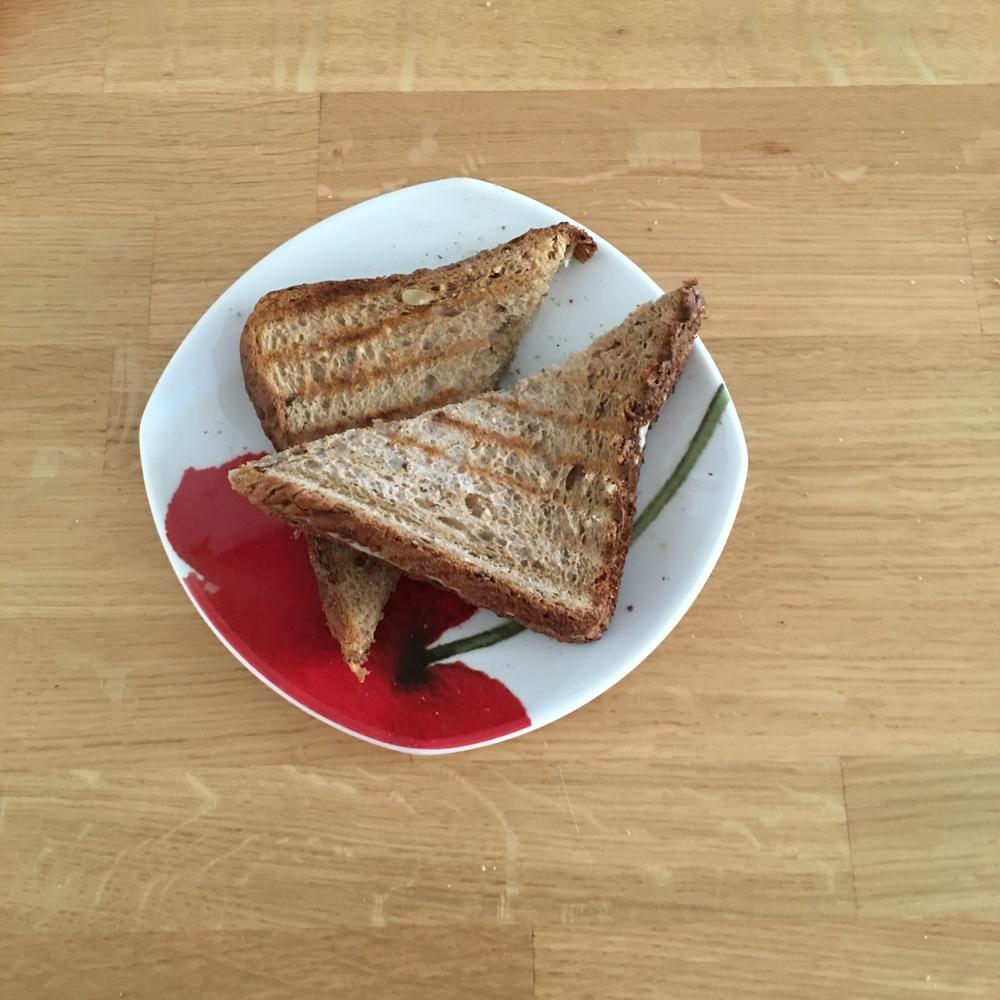 Τοστάκι με πολύσπορο + τυρί