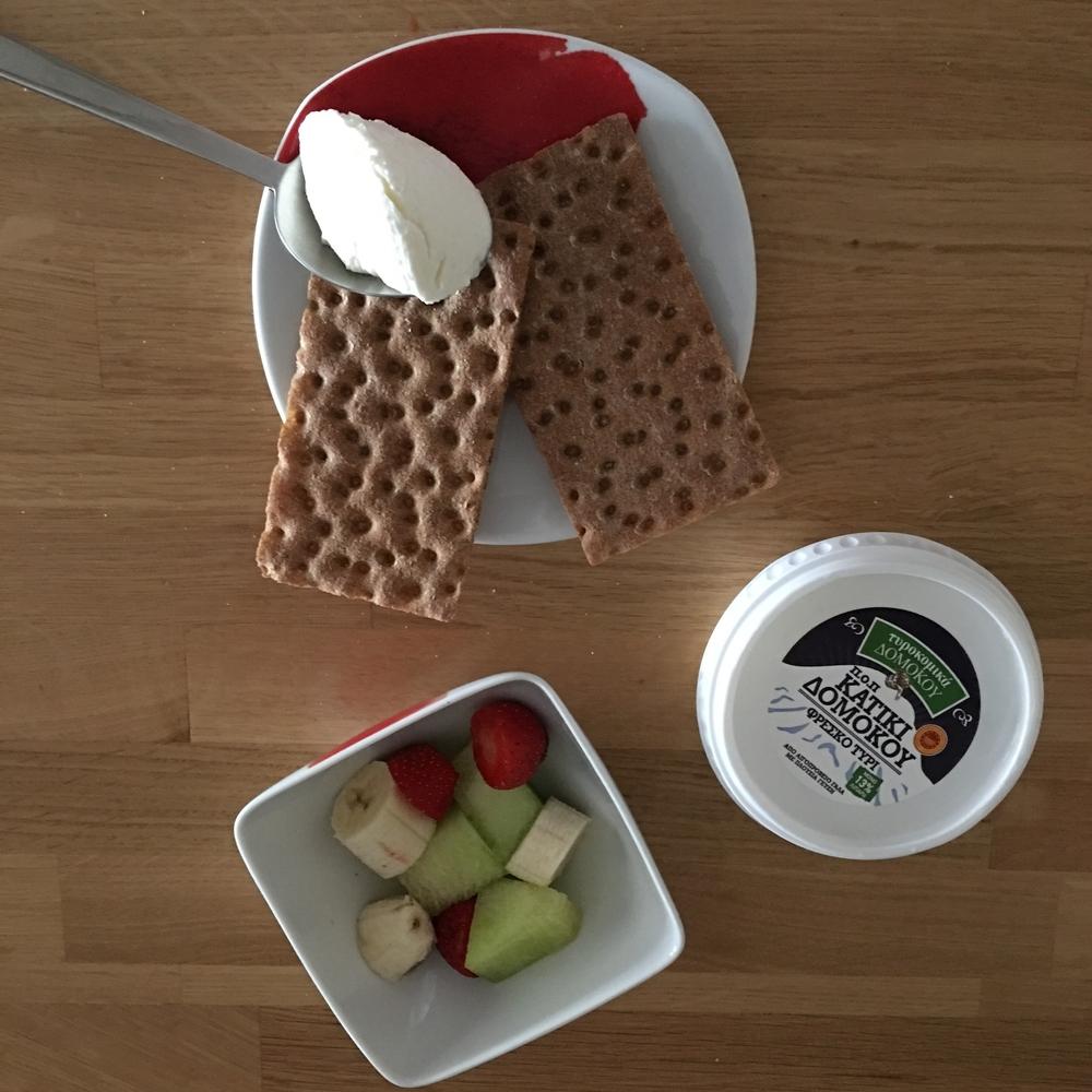 Wasa Crackers με Κατίκι και 1 φρούτο