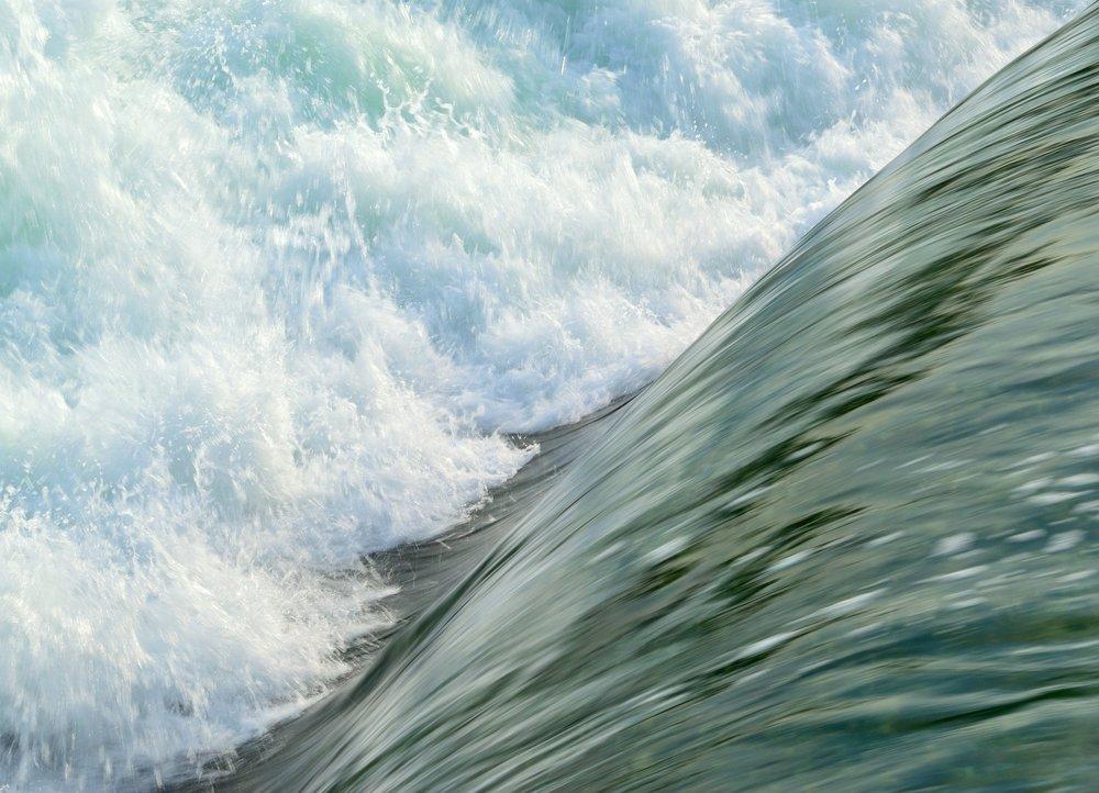 rapids-355737_1920.jpg