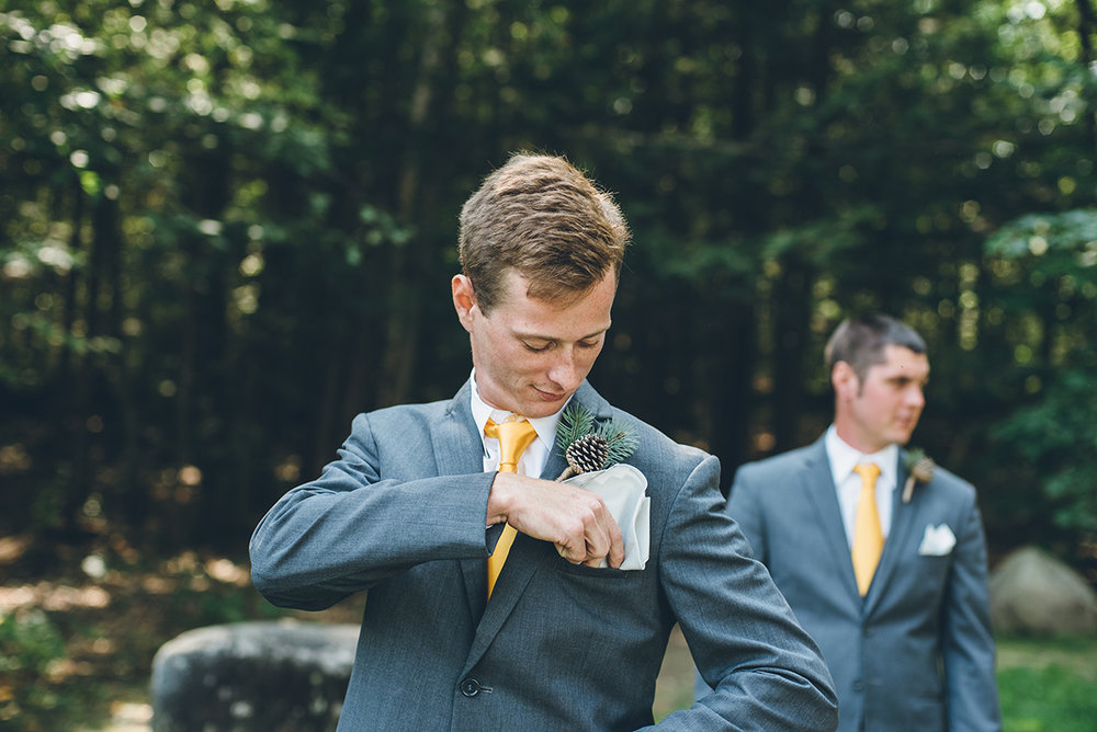 Pinecone boutonnieres for groomsmen. Mountain and forest DIY wedding.