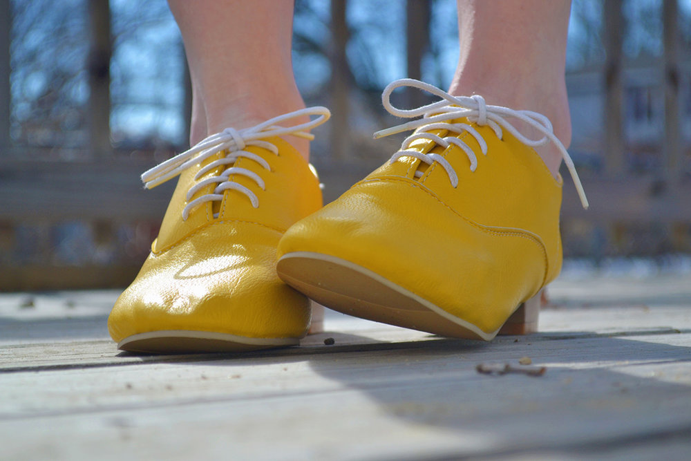Yellow bride shoes. Mountain and forest DIY wedding.