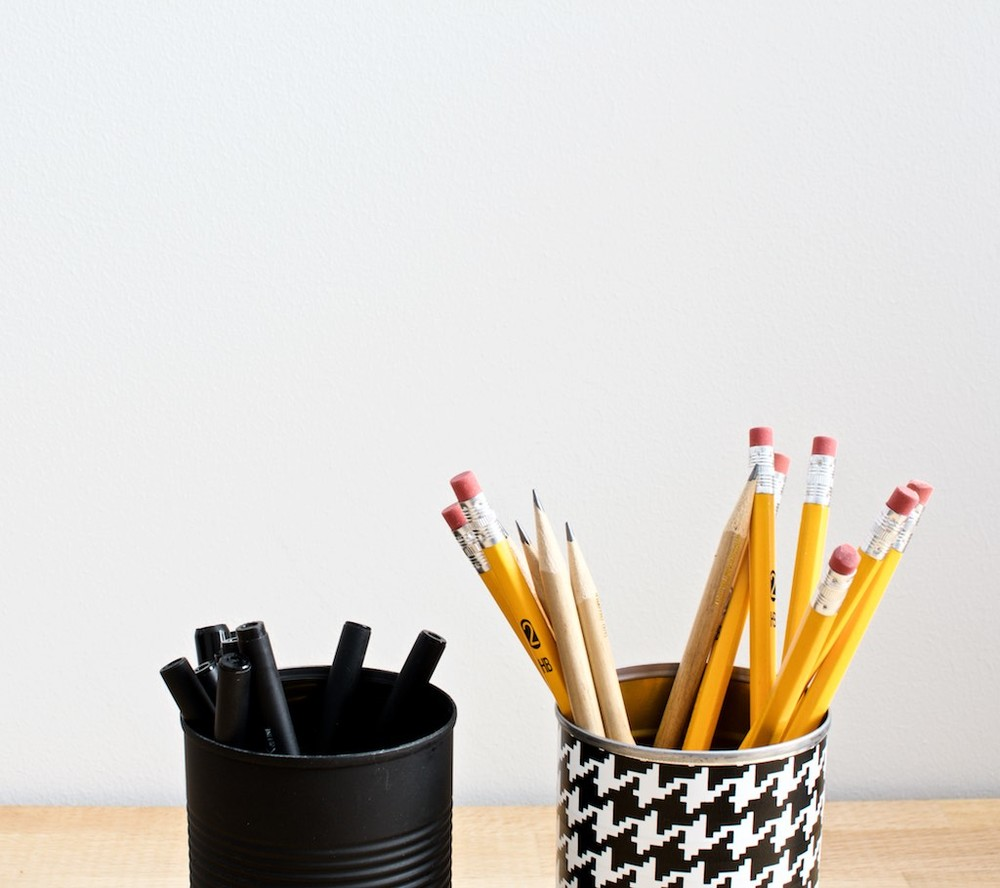 simple and low-cost solution for pens and pencils: up-cycled tin cans