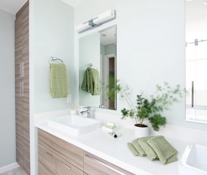 Green bathroom decor: design by  Interiors By Popov