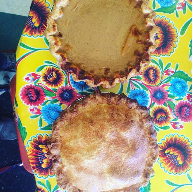 Thank you @scottedwardcole and Monterey General Store for delicious, freshly made Tahnksgiving pies!! A limited supply available at ELM STREET MARKET right now!! Grab them before they're gone - Pumpkim and Apple 🍎 🦃  #bestofthebershires #pie #thanksgivng #stockbridge #bestpiesever #elmstreetmarket
