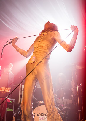 arrow de wilde leaning back into white light starcrawler at o2 academy