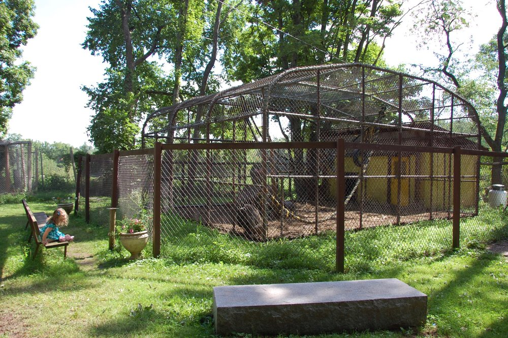 bailiwick ranch zoo small cages
