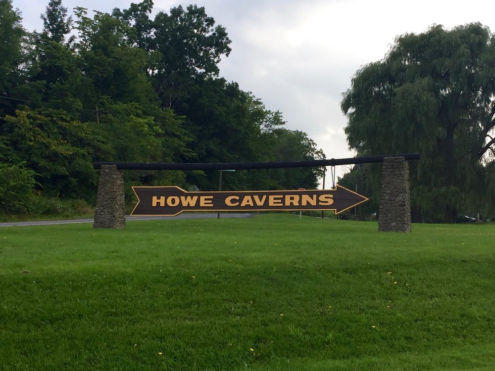 howe caverns sign
