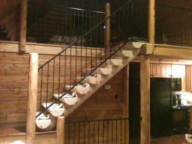 Full Round / Half Log Staircase