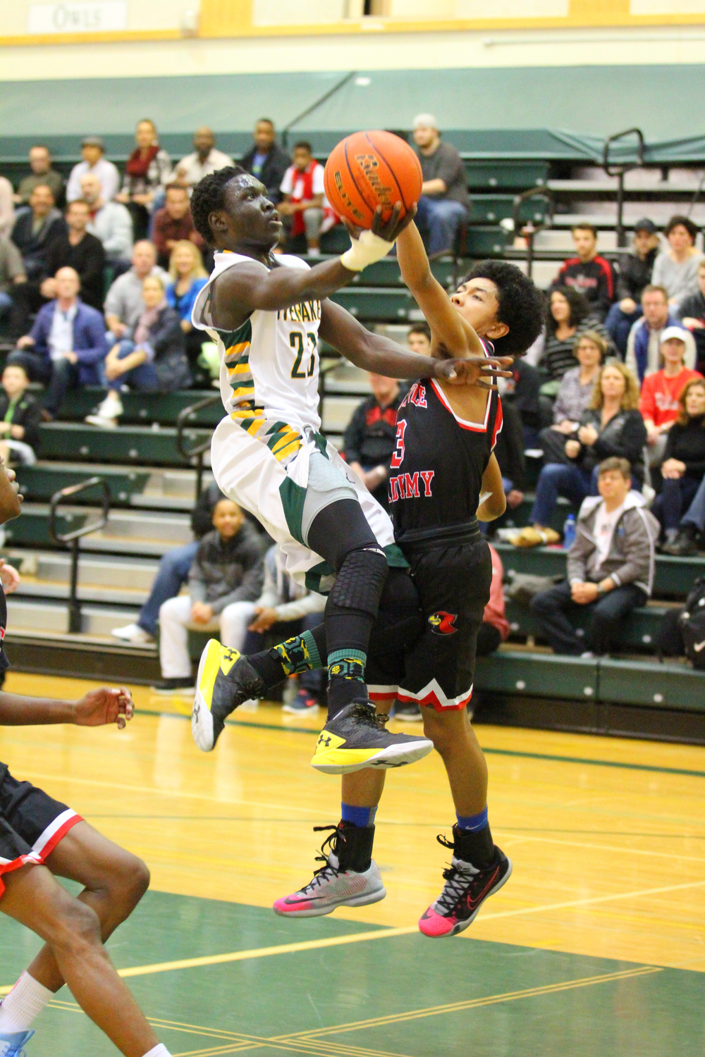 195-2016-01-23 Overlake Boys Varsity Basketball v Seattle Academy-680.jpg