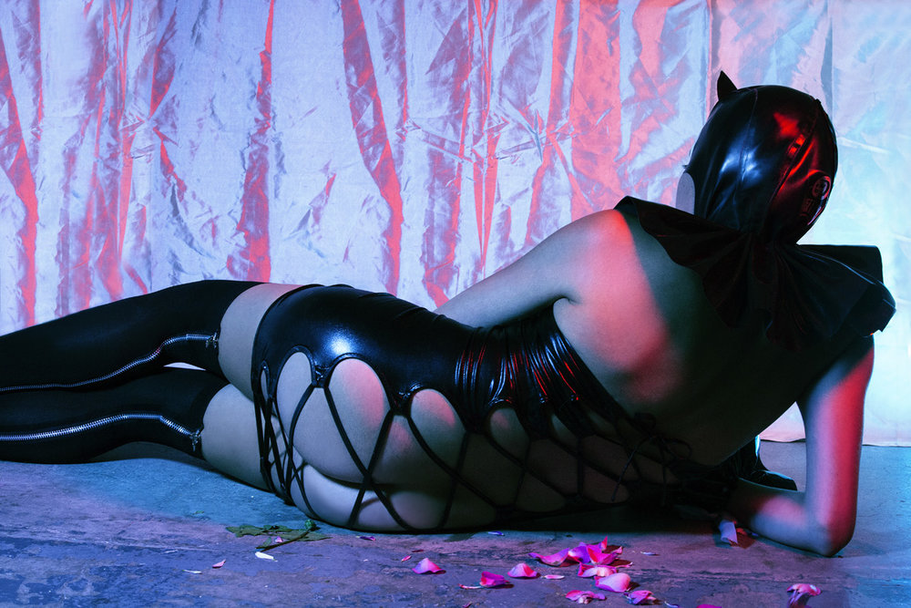Mask: Feitico; Collar/ handcuffs: Tamsin Malones Layzell; Dress: 7Heaven; Stockings: Music Legs