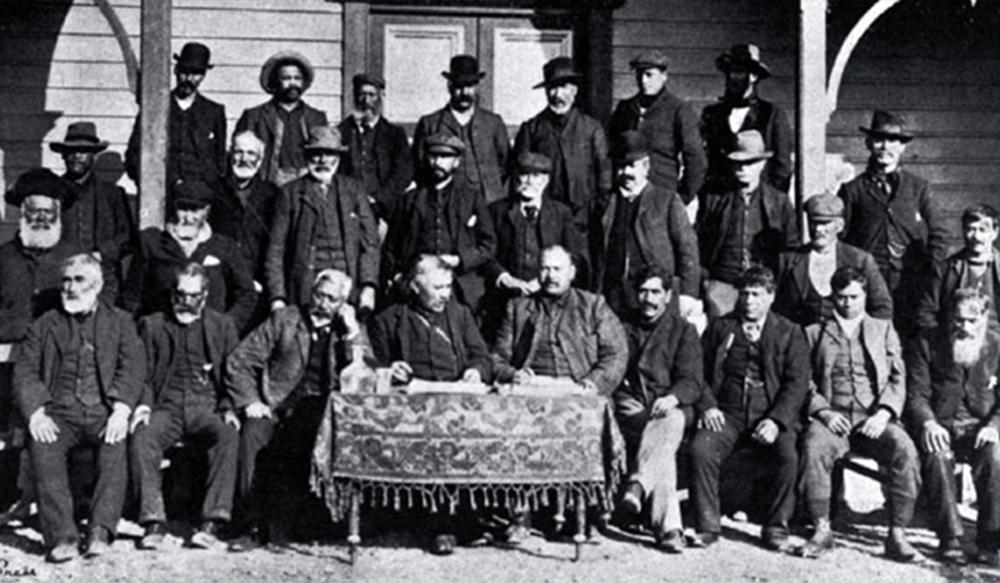 Te Hapa o Niu Tireni 1907 - Ng  ā  i Tahu chiefs and delegates meet to discuss Te Ker  ē  me – Ng  ā  i Tahu Claim at Arowhenua Marae.