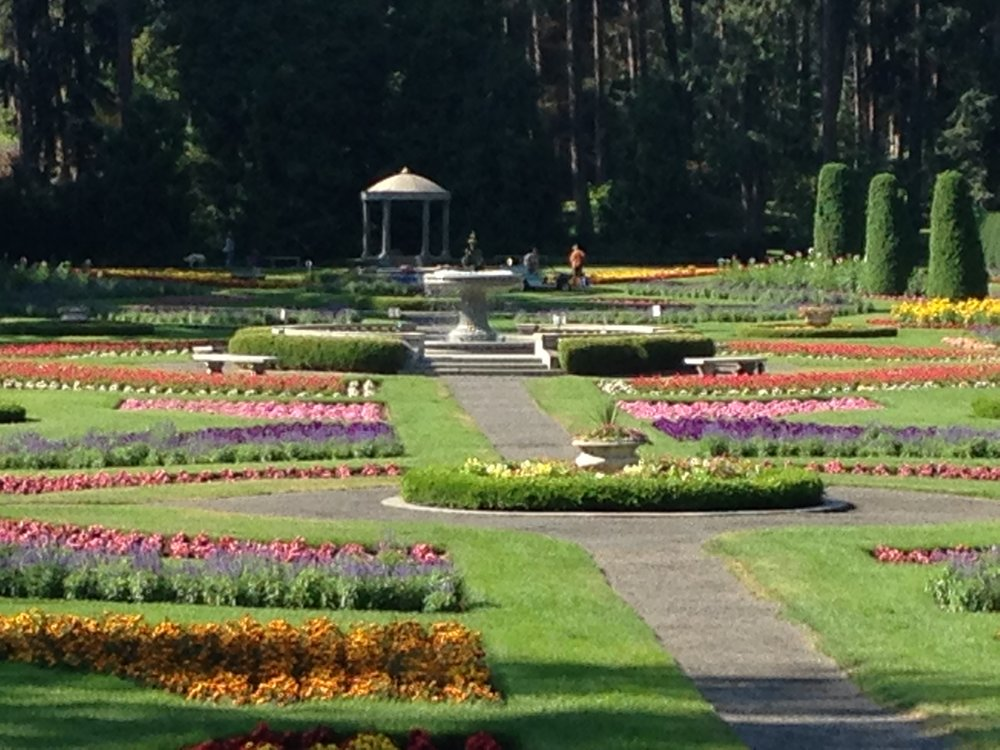 "The Duncan Garden is laid out geometrically, a formal sunken garden. Planted in a ""carpet bedding"" style, the overall effect is of a dramatic abstract painting, masses of color offset by the repetition of green hedging and embellished with a fountain and rotunda."