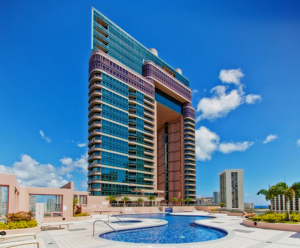 T_Landmark Waikiki -Poolsite_FN.jpg