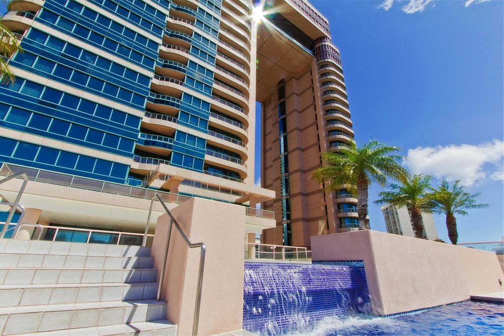 T_Landmark Waikiki-Waterfountain_HiRes_FN.jpg