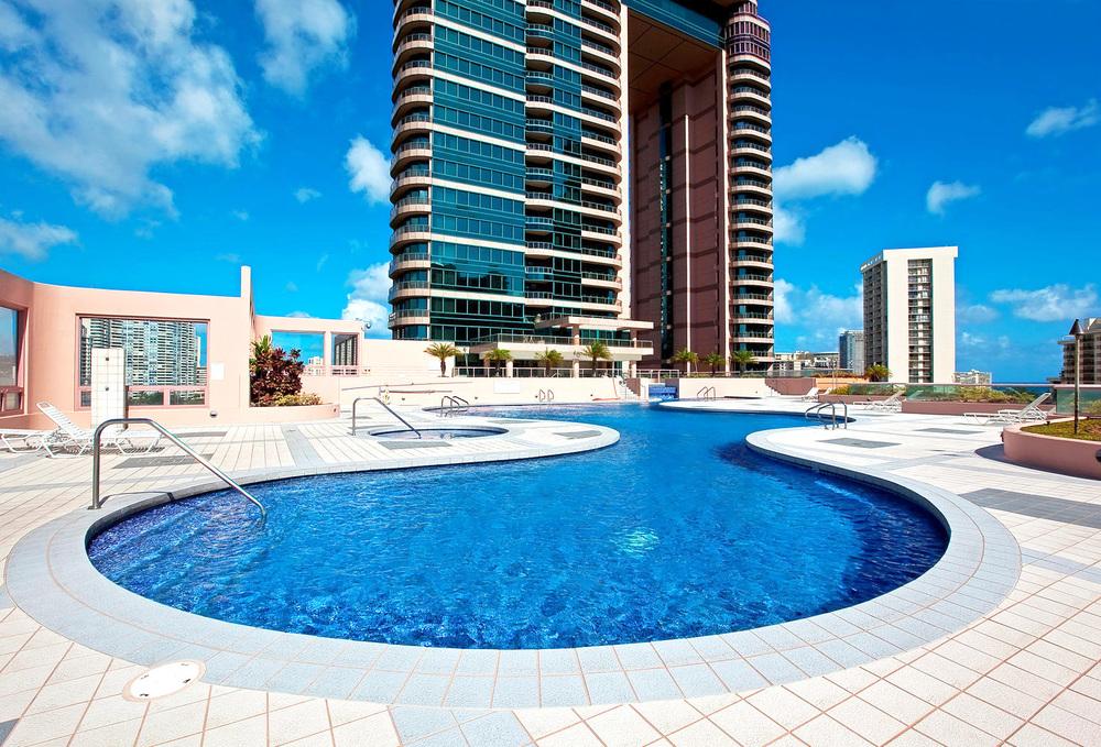 T_Landmark Waikiki_poolView_FN.jpg