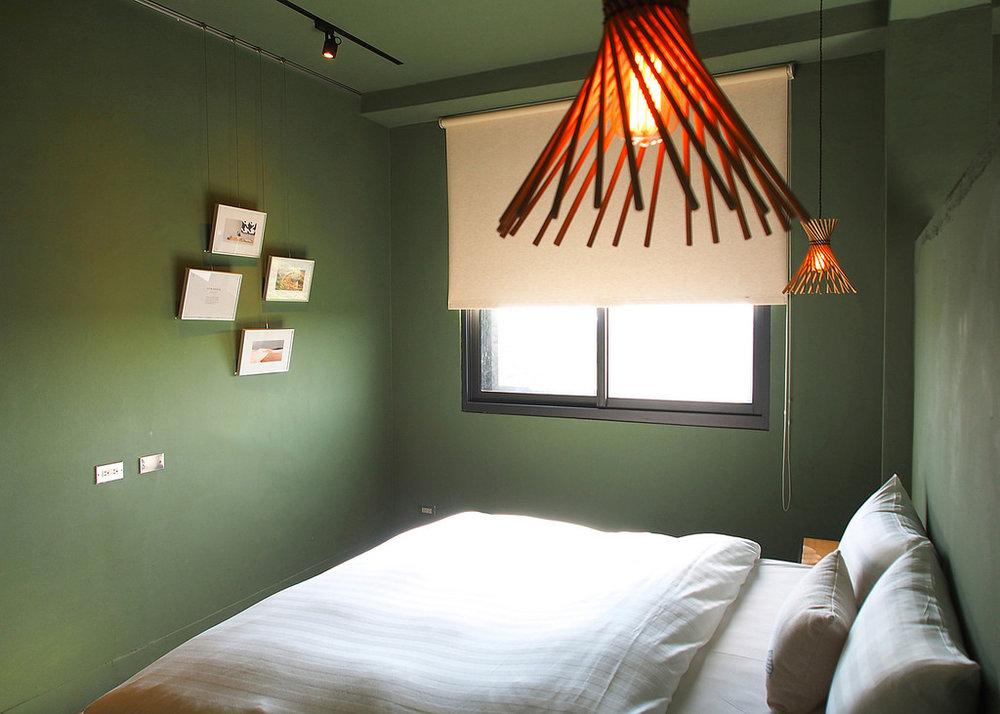 日光 Cidal by Kamaro'an 親朋好友四人房- 2張 Queen Size 獨立筒床墊、獨立空調系統、大螢幕液晶電視、免費Wi-Fi、專屬小客廳、手工吊衣架、乾濕分離浴室,、免治馬桶、舒適浴缸,讓您洗去旅途的疲憊。並且提供葉宿精心搭配的MiniBar和花蓮特有的海洋深層水,是解嘴饞的百寶袋。
