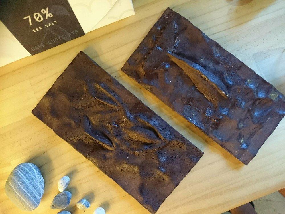 海豚(左)以及抹香鯨(右)巧克力,非常擬真的創作