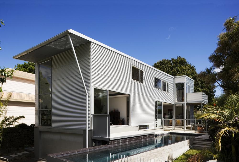A + B HOUSE