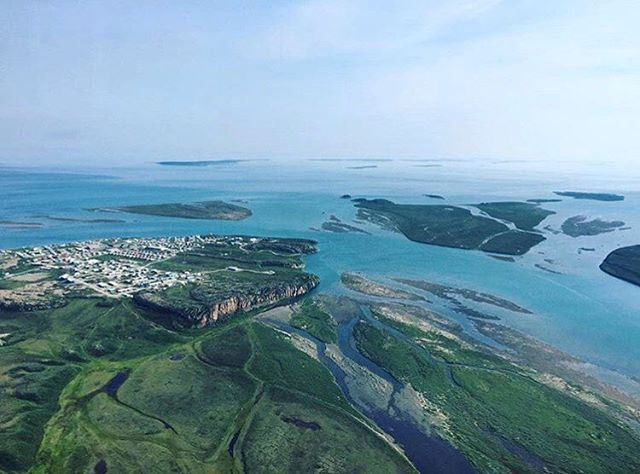 Flying over the lush land and tropical blue waters of Kugluktuk, Nunavut. Photo by @pindsy. What a view!