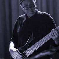 Leon Gaer - Bass