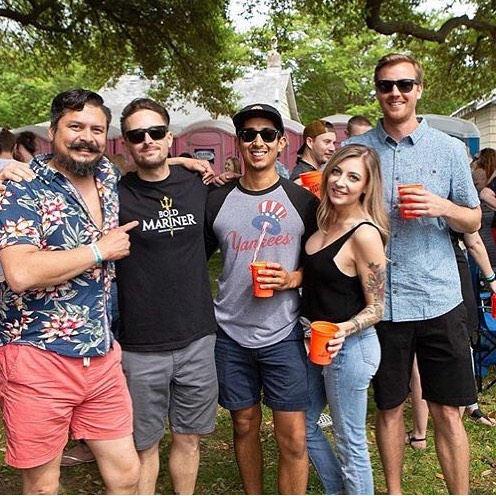 #Fridayvibes with friends. ••••••• Snag a ticket to our Fall Fest by clicking the in our profile or swing into @hkonthebay tonight. Food by @captncrabbyfoodtruck and HK. Serving @precariousbeerproject and a bunch of other boozy cocktails from @deepeddyvodka @larcenybourbon and @evanwilliamsbourbon ☺️☺️