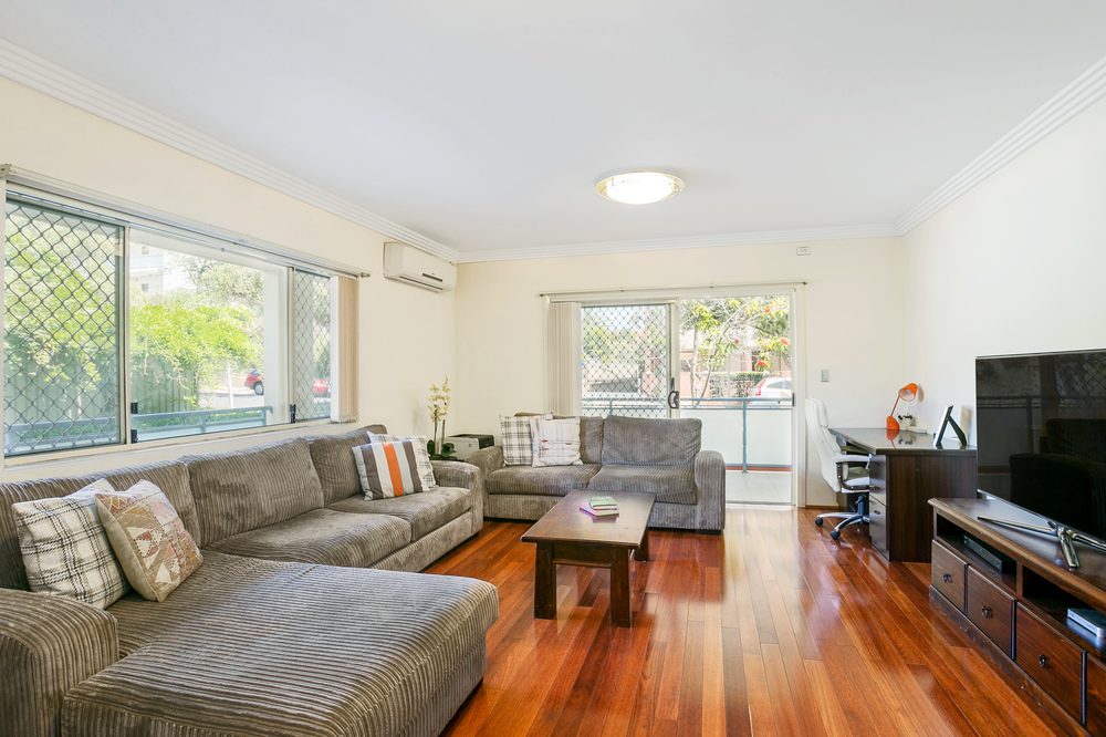 4/10-14 Crane Street Homebush, NSW 2140    Large, bright and airy with clean tile and timber floor, this quiet and attractive apartment is located less than a 10 minute walk ( 700 approx.) from Homebush  railway station and shopping village.