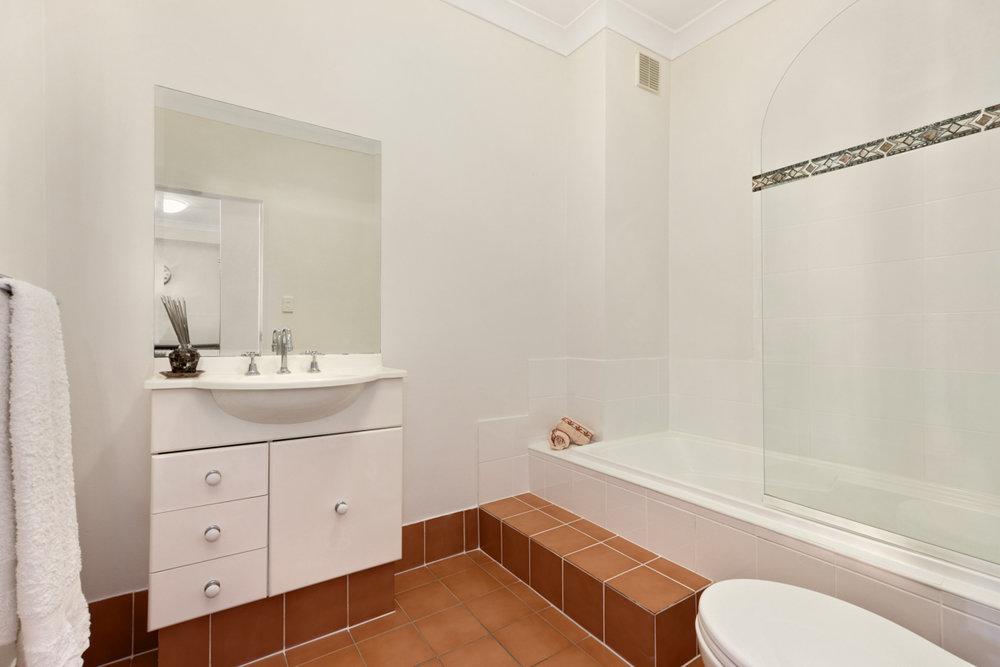 18-753 New Caterbury - Bathroom - Web.jpg