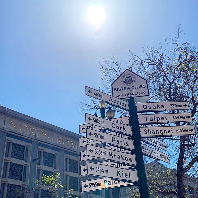 But how will I decide? ⬅️⬆️↖️↙️⬇️↗️↘️➡️ . . . . #sanfrancisco #whichway #choices #sistercitiesofsanfrancisco #sanfranciscolife #sf #lovemylife