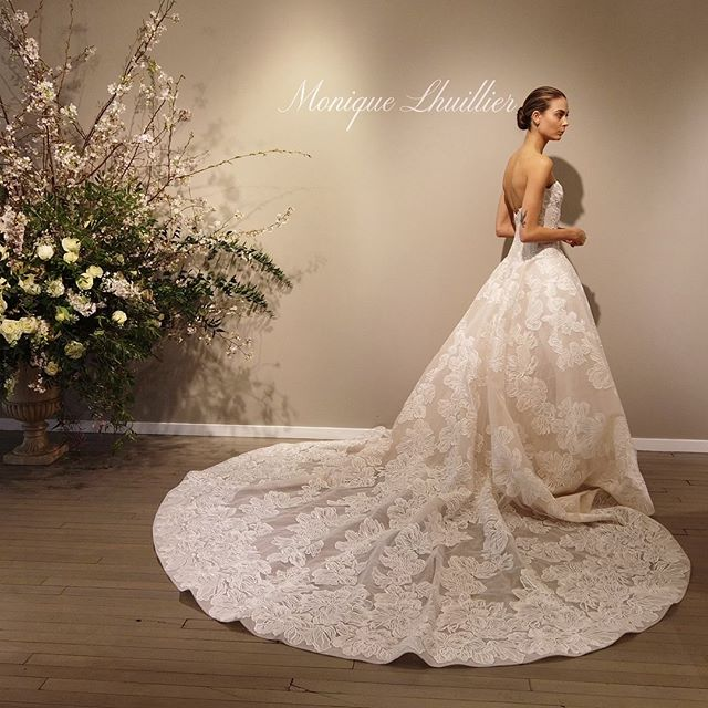 Spring Bridal Market 💕 @moniquelhuillierbride always pleasing my eyes 😍 . . . #bridalmarketnyc #bridalmarket2019 #weddingplanninglife #thateventlife #moniquelhuillier #moniquelhuillierbride #bridalgown #bridaldress #newyork #weddingplanning #melissafancy