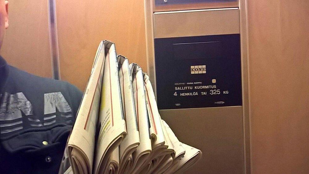 - Kello 01:15, piirin alkupäässä on jokunen siisti kerrostalo, joista osa on varustettu jopa hissin kaltaisella ylellisyydellä.