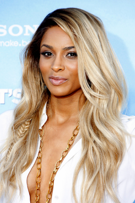 gallery_big_Ciara_blonde_hair_highlights.png