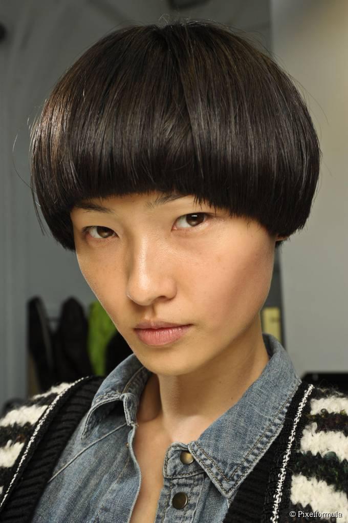 35-bowl-cut-on-a-cold-brown-straight-hair-680x0-1.jpg