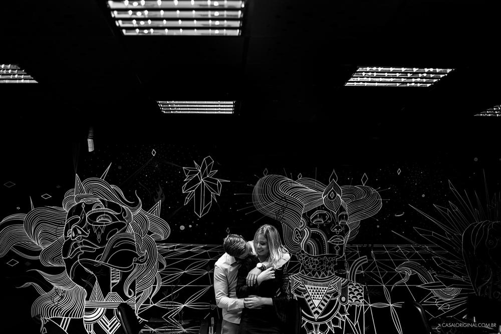 Ensaio-noivos-ensaio-casal-pre-wedding-ensaio-noivos-curitiba-fotografia-casamento-fotografo-casamento-fotografia-casamento-curitiba-batel-agua-verde-ilustracao-orbitycity-coworking-verde-co_30.jpg