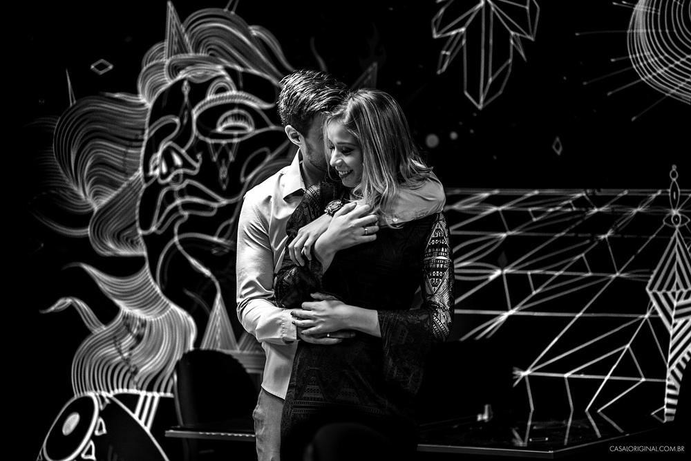 Ensaio-noivos-ensaio-casal-pre-wedding-ensaio-noivos-curitiba-fotografia-casamento-fotografo-casamento-fotografia-casamento-curitiba-batel-agua-verde-ilustracao-orbitycity-coworking-verde-co_33.jpg