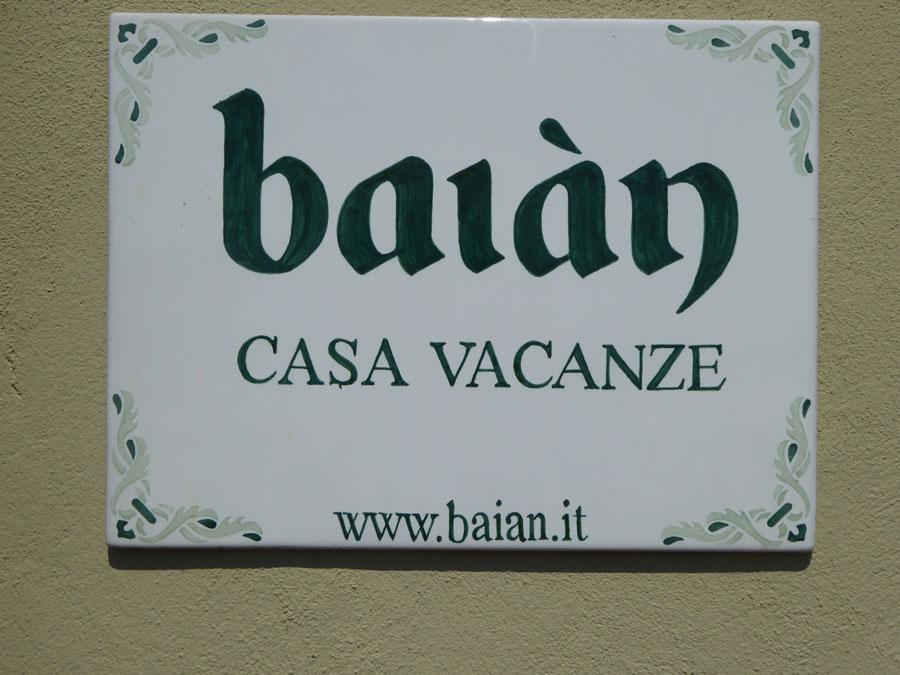 Casa-Vacanze-Genova-16-insegna-rid.jpg