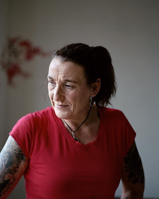 Portrait of Monique van der Kwaak for the VPRO Gids⠀ ⠀ For the VPRO documentary series 'Stuk' Monique was followed during her work as a nurse specialised in wound treatment. The first episode will air tomorrow on NPO2 at 20:35. ⠀ ⠀